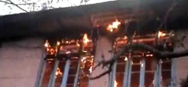 Husband-wife, daughter charred to death in Khanyar blaze