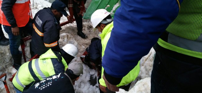 Avalanche hits Sonamarg, JKP rescues trapped person