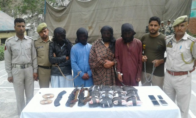 Police in Karnah recovers Drugs & Arms from two Vehicles. Four persons taken in Custody.
