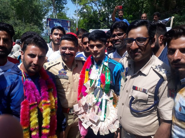 Wushu silver medallist accorded warm welcome by police in Budgam