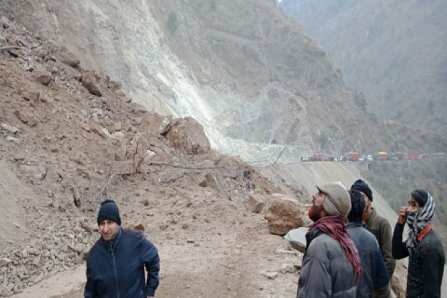 Three truckers feared buried in landslide on Kashmir highway