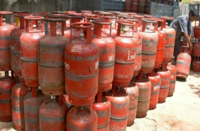 Subsidised LPG price slashed by Rs 6.5; market priced cooking gas cut by Rs 133