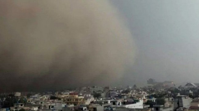 5 killed, 36 injured as dust storm hits Karachi
