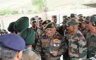 CHIEF OF ARMY STAFF VISITS DRAS SECTOR; REVIEWS OPERATIONAL PREPAREDNESS