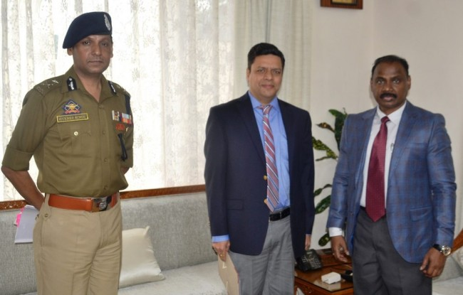 """Officers brief J-K Lt Guv as """"darbar move"""" offices reopen in Jammu on Monday"""