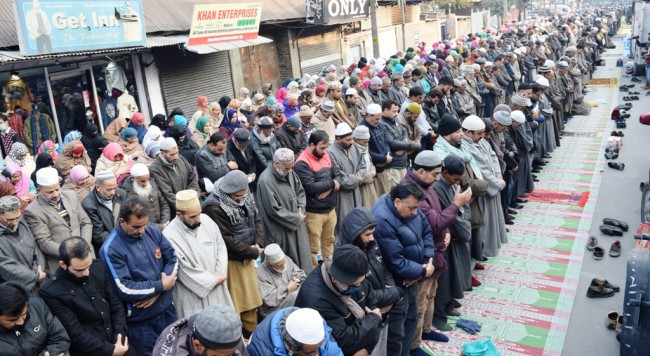 Thousands participated in 'Khwaja Digar' prayers in old City Srinagar
