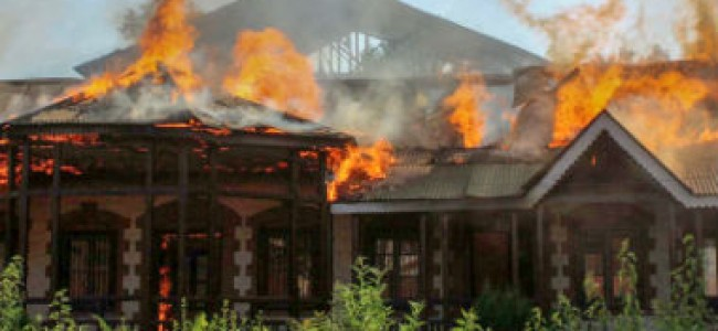 Fire engulfs  Zabarwan Guest house of Kashmir University