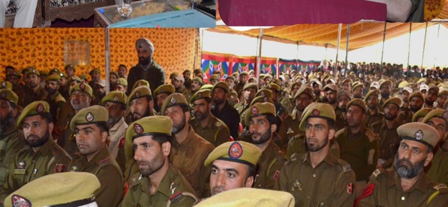 IGP Kashmir visits Kupwara, interacts with Officers and Jawans