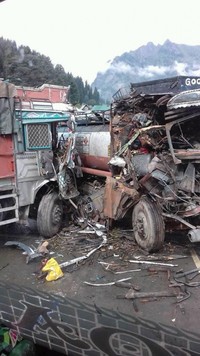 5 Injured after two vehicles collide with each other in Sonamarg
