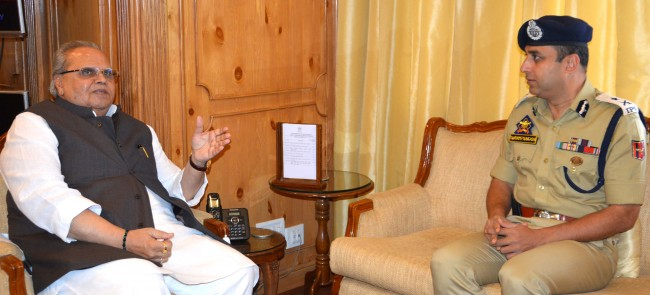 IGP Kashmir briefs Governor