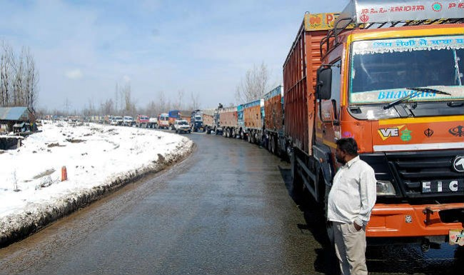 1,300 civilians evacuated to safer places from Kashmir highway