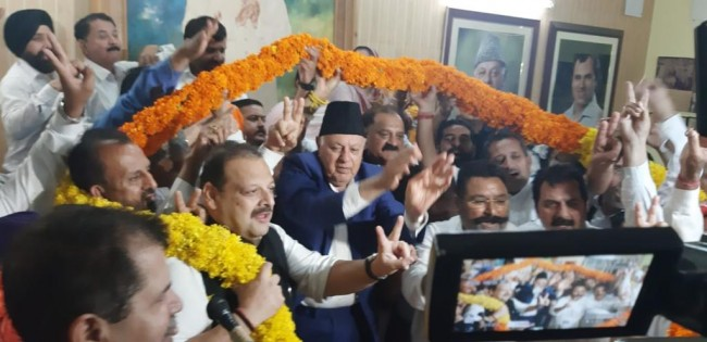 NC leaders vow to support Dr Farooq in his efforts to restore J&K's constitutional position