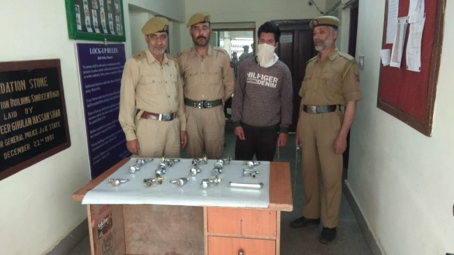 Srinagar police solves theft case, accused arrested