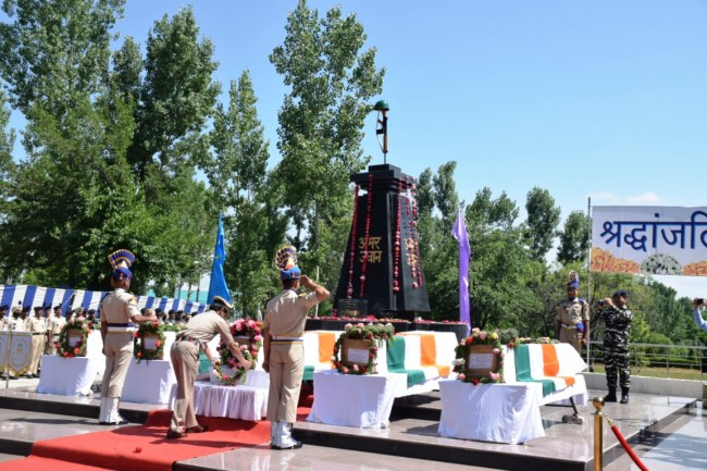 Anantnag Attack: Wreath laying ceremony of 5 CRPF men held at Humhama