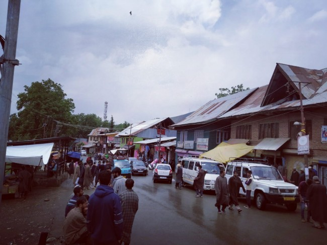 Eid shopping fever grips people of North Kashmir's Ajas area ahead of festival