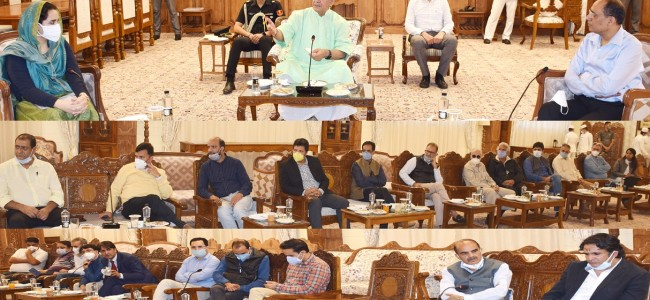 Lt Governor meets media fraternity from Kashmir